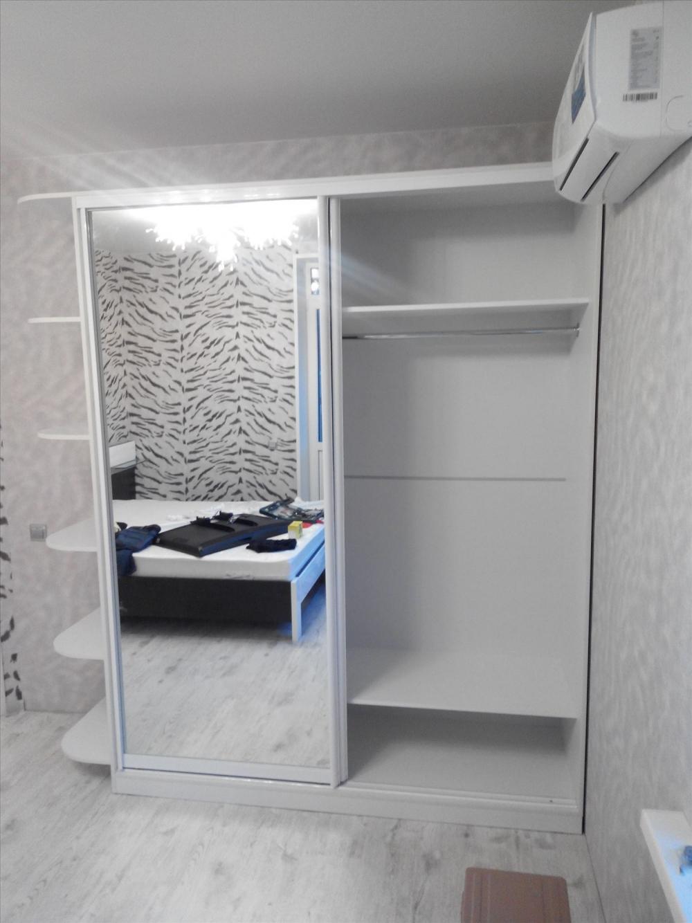 Шкаф-купе со стеллажом 2100 белый/белый с зеркалом - купить .
